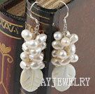 珍珠白蝶贝耳环