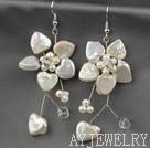 白色心形纽扣珍珠花朵耳环