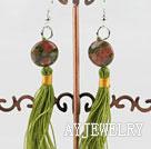 花绿石耳环