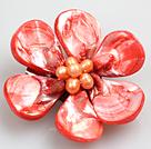 洋红色珍珠贝壳花胸针