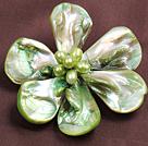 浅绿色珍珠贝壳花胸针