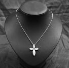 白贝十字架吊坠项链