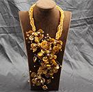 黄色珍珠贝壳花夸张项链