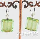 黄绿色琉璃耳环