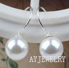 10mm白色海贝珠耳环