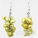 黄绿色染色珍珠耳环