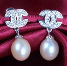时尚粉珍珠耳钉