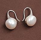 简约白珍珠耳环