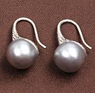 简约灰色珍珠耳环