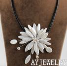 白色贝壳珍珠项链
