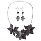 黑灰色亚克力花朵镀彩套链 项链耳环套装
