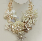 白色贝壳珍珠花朵项链