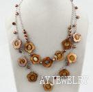 珍珠镂空贝壳花项链