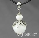白瓷石吊坠项链