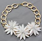 水晶白贝壳花朵项链