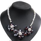 白色珍珠红褐色水晶花朵项链