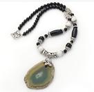 黑玛瑙白瓷石带皮玛瑙项链 珠链吊坠款