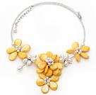 黄色珍珠贝壳花项链
