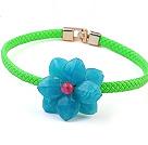 蓝色亚克力花 绿色皮绳项链