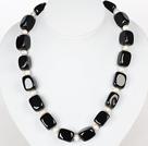 方形黑玛瑙和白珍珠项链 配方向盘扣