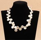 花朵状白色A级再生珍珠项链