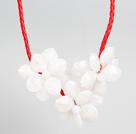白色灰色亚克力花朵红色皮绳项链