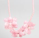 粉色亚克力花朵皮绳项链
