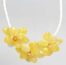 黄色亚克力花朵皮绳项链
