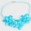 蓝色亚克力花朵皮绳项链