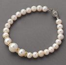 白珍珠手链